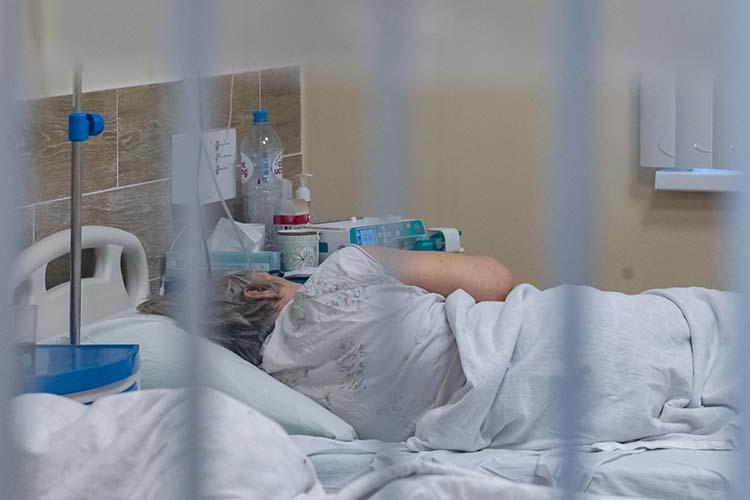 ВТатарстане заминувшие сутки зафиксировали 49 новых случаев, всего сначала пандемии— 24436. Заболеваемость вреспублике неподнимается выше 57 случаев задень уже почти полгода