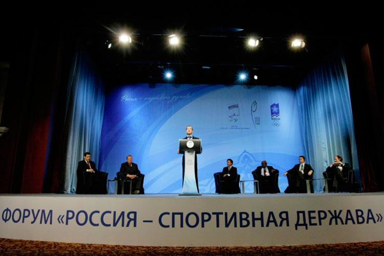 Параллельно с играми Казань примет форум «Россия — спортивная держава». Впервые он проходил в 2009 году как раз в столице РТ, и тогда их открывал на тот момент президент РФ Дмитрий Медведев