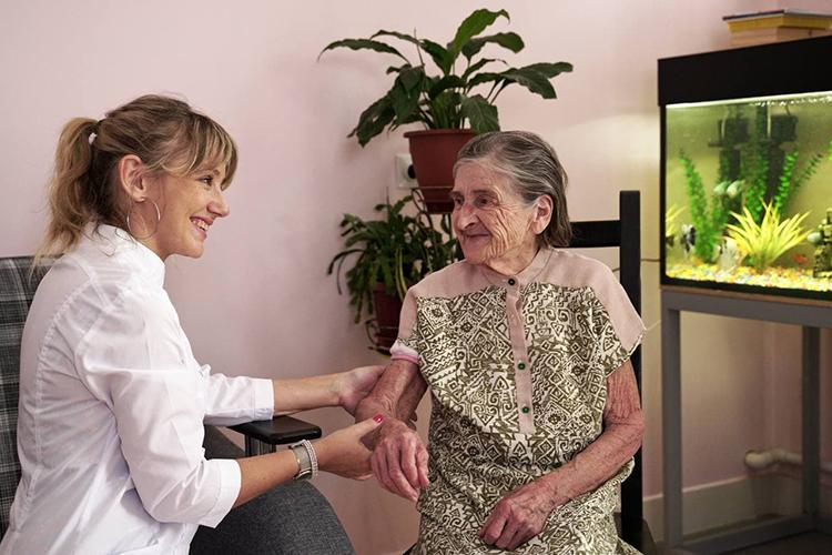 «У нас есть терапевт, который еженедельно осматривает подопечных. При необходимости мы вызываем специалистов узкой врачебной практики»