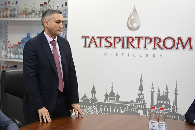 Говоря обэкспорте, Максудов отметил, что поставки зарубеж впервом полугодии 2021 года выросли на23%, иТСПрассматривает новые контрактные производства как встранах СНГ, так ивЕвропе