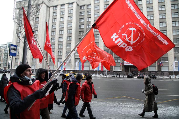 1млн рублей наблюдается насчете КПРФ, ноисточник средств, как ивслучае сэсерами, неуказан. Изсобранной суммы нанужды кампании коммунистами уже потрачено 600тыс. рублей