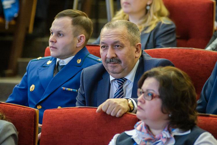 Сирень Галиакберов, много лет возглавлявший местное ФСБ,ушел напочетную пенсию