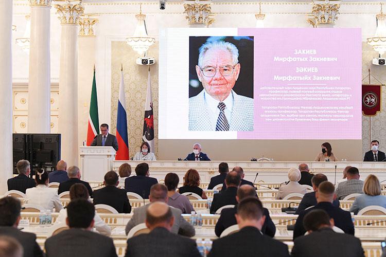 Ильсур Метшин вручил награды казанцам, внесшим вклад вразвитие города