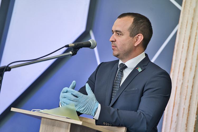 Почти 2млн рублей дохода мынашли угендиректора «Нефть-НК», депутата нижнекамского горсоветаИльнараСираева, который идет навыборы отсправедливороссов