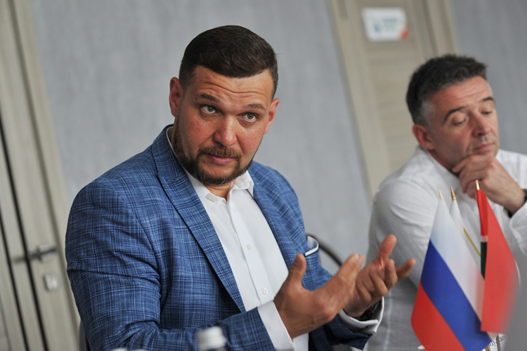 8,8млн рублей положил вкарманРаиль Минегалиев(№12 списка). Доход ему принесла челнинская строительная компания «СтройТраст» (строила объекты идля ТАНЕКО, идля КАМАЗа), вкоторой онвладеет 28%, атакже физлица