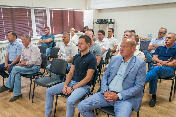 Коробченко уверен, что подобные встречи бизнеса ивласти необходимы, уверенКоробченко. «Чиновники зачастую имеют неверное представление отом, как выстраивать взаимоотношения спредпринимателями. Часто власти видят вбизнесменах угрозу»