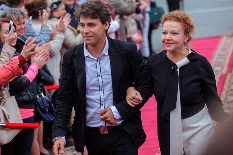Не обойдется в этом году фестиваль и без внимания российских знаменитостей. Организаторы ждут актрису театра и кино Татьяну Абрамову, которая станет ведущей церемонии открытия