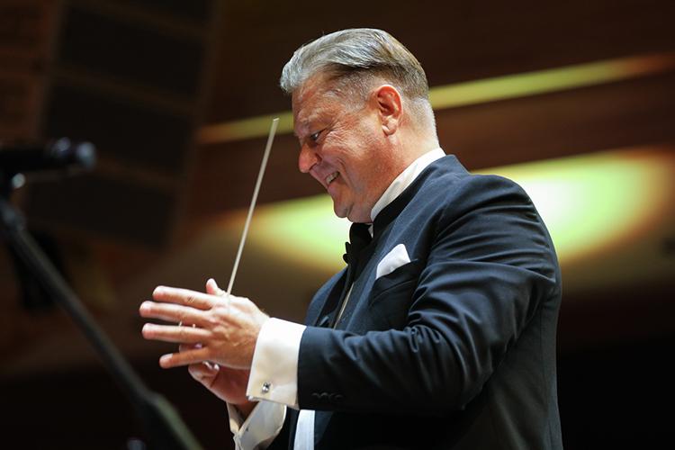 Вчерашний концерт можно смело назвать бенефисом Государственного оркестра Республики Татарстан иего худрукаАлександра Сладковского