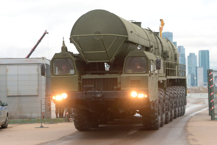 Набелорусских машинах базируются мобильные ракетные комплексы стратегического назначения «Тополь», «Тополь-М», «Ярс», неговоря ужотом, что наних устанавливается масса другого вооружения