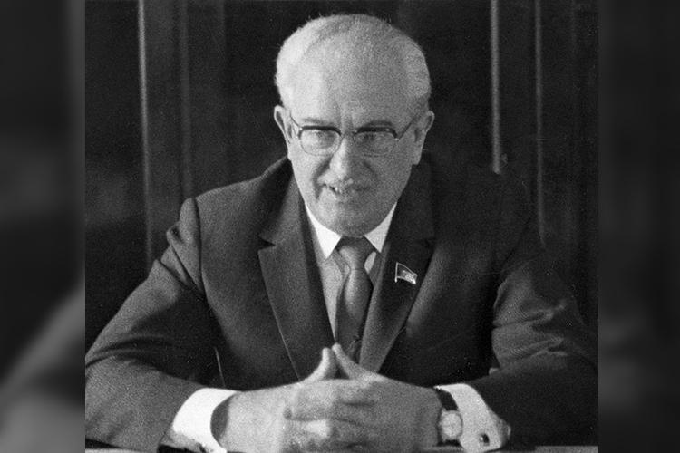 Само посебе выдвижение Андропова напост второго секретаря после смерти Суслова, четко показывает, кого Брежнев хотел видеть своим преемником