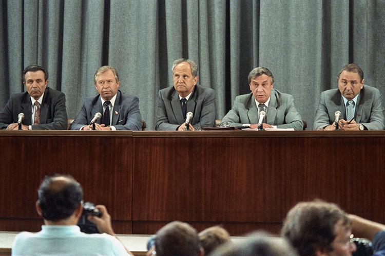 Члены ГКЧП посмотрели, как всвоё время Хрущёва отстраняли отвласти Брежнев скомпанией ирешили, что могут также