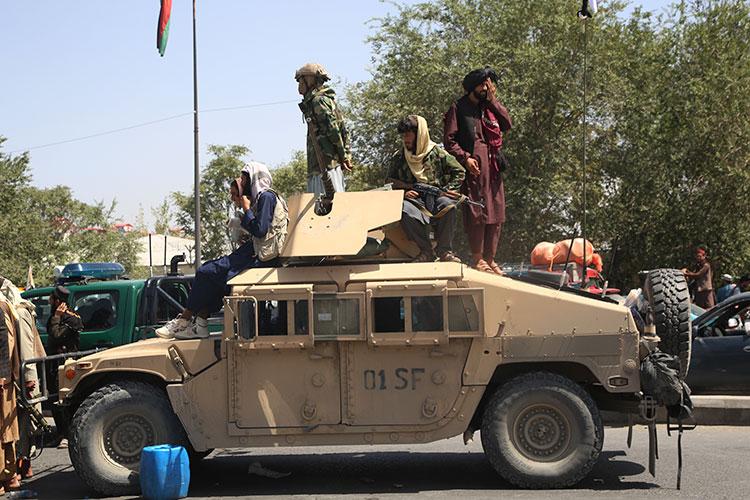 Как ранее отметила, выступая перед журналистами Ангела Меркель, развитие ситуации вАфганистане стало горьким, драматичным событием впервую очередь для афганцев, ноидля Запада тоже