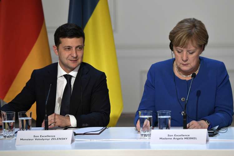 Киев станет следующей точкой после Москвы намаршруте Ангелы Меркель. Вукраинскую столицу канцлер ФРГ прибудет свизитом 22августа, задень дошироко анонсированного руководством Украина первого саммита так называемой «Крымской платформы»