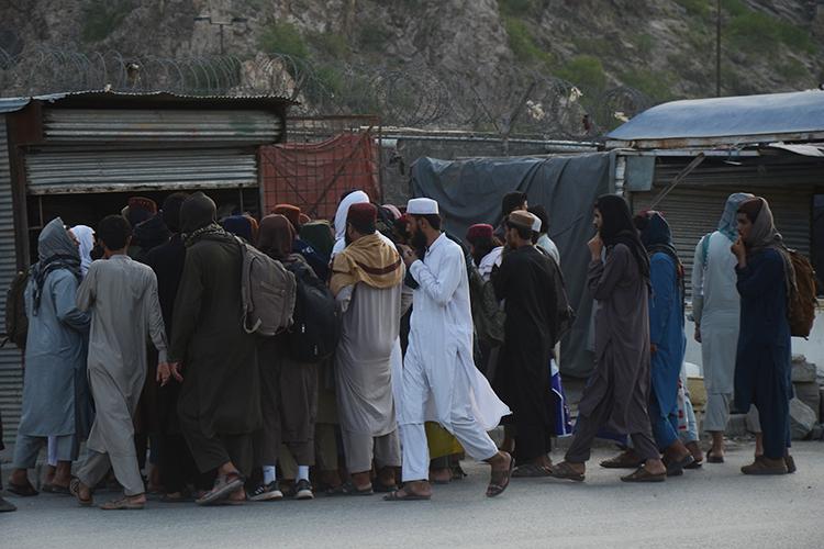 «Война вАфганистане (1979–1989) породила гигантскую волну беженцев. Страну покинулинеменее 6млнчеловек, значительная часть которых хлынула всоседний Пакистан»