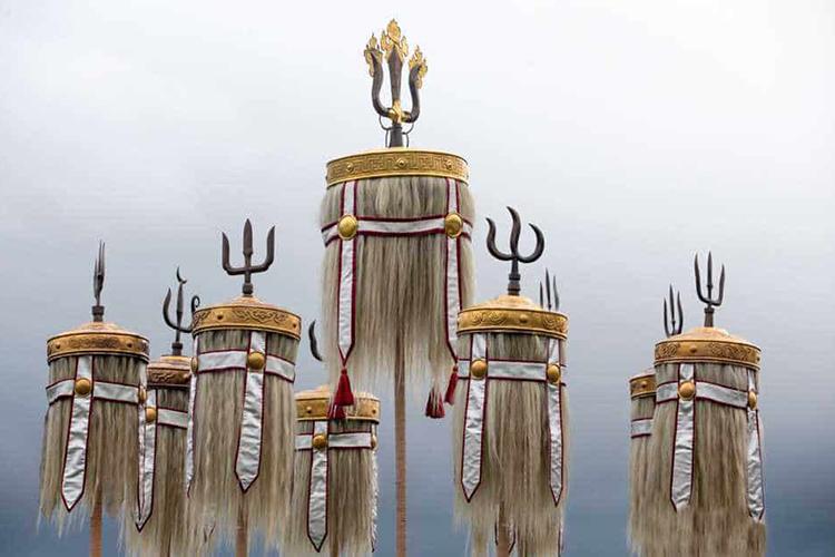 Рис. 7Штандарты Чингиз-хана и его потомков. Современная реконструкция
