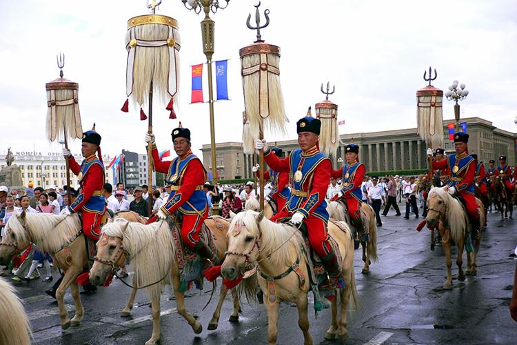 Рис. 8Знаменная группа на параде в Улан-Баторе в честь дня независмости Монголии