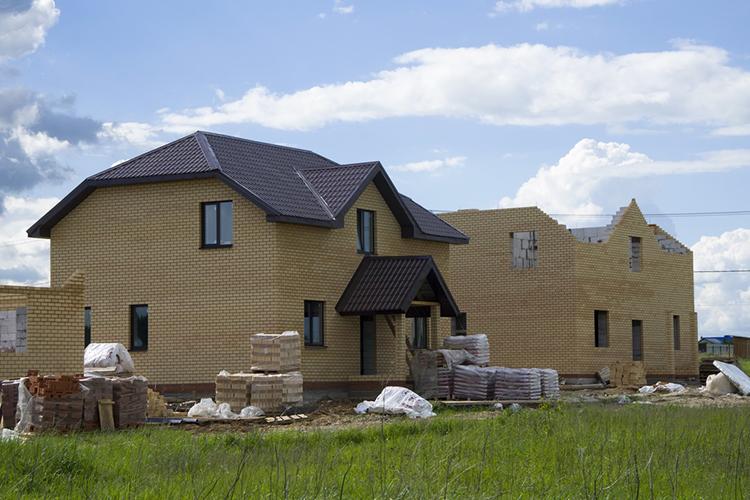 Строительство индивидуального жилья вэтом году идет как никогда ударными темпами. ВТатарстане планируется построить 8330 домов— и85% отэтого прогноза минстроя РТуже сдано