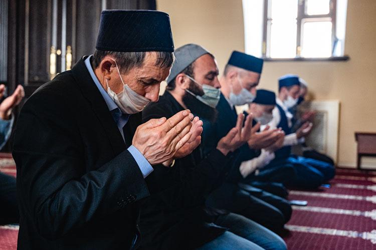 «Мусульмане, как иобычные люди,подвержены влиянию, ведь есть различные группы людей, так называемые антиваксеры, которыеисповедуют идею какого-то мирового заговора»