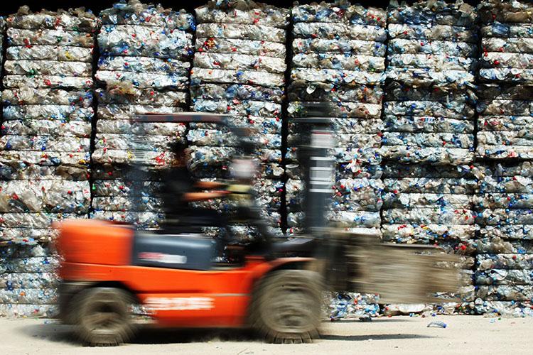 Переработчики отходов, принимая сырье напереработку, замеряют его количество невобъемах, авмассе. Иименно масса является определяющим показателем эффективности