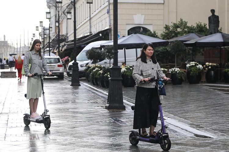 «Самокат— это новый тренд шеринговой экономики, бурно истремительно развивающийся.Пусть самокатчик— это пешеход, нодаже пешеход— полноправный инаделенный обязанностями участник дорожного движения, икнему санкции могут применяться»
