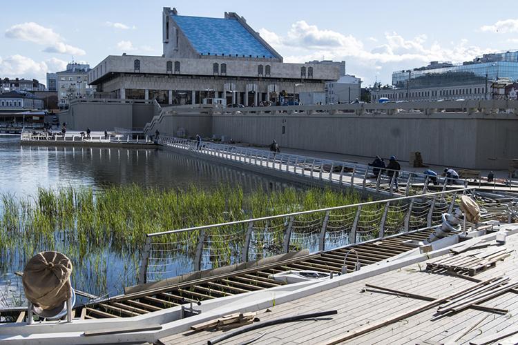 «Почти на1,4 миллиарда рублей были сокращены затраты насодержание объектов благоустройства, вынуждено отложены планы покапремонту истроительству ряда социальных объектов»