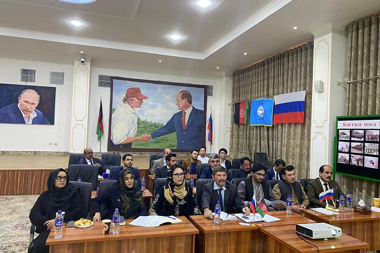 В2019-2020 учебном году вКФУ обучались 38 граждан изАфганистана: 28 студентов, 1 аспирант и9 слушателей, изних 34— погослинии и4— наконтрактной основе