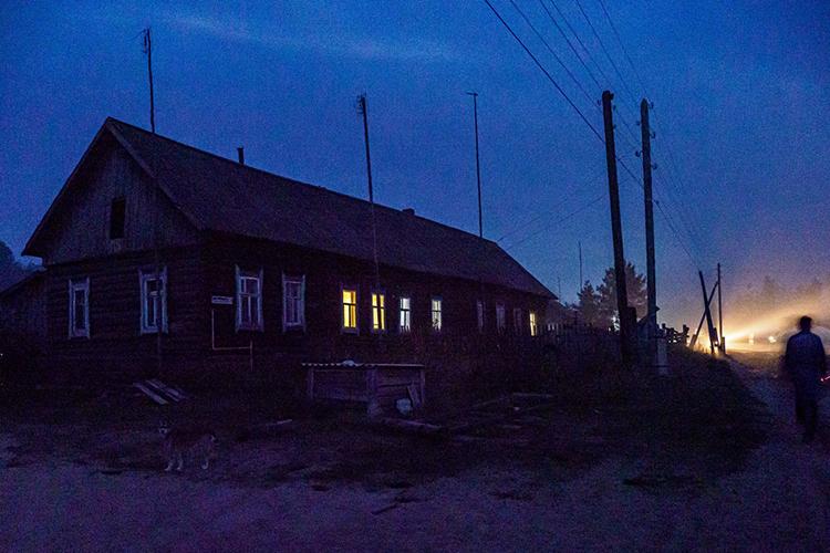 Эвакуировать Студенки начали сразуже после вспыхнувшего Соснового Бора. Ножильцы допоследнего спасали свои жилища ипроизводство