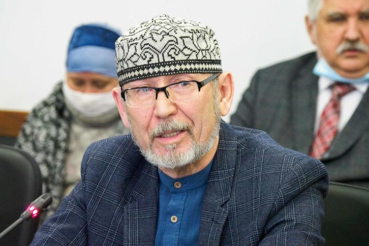 ДамирИсхаков:«Это, несомненно, плюс для института, Измайлов, хоть онисчитается археологом, насамом деле онбольшой специалист посредневековой истории татар, онмой давний соавтор, япрекрасно знаю, что такого уровня специалистов там большенет»