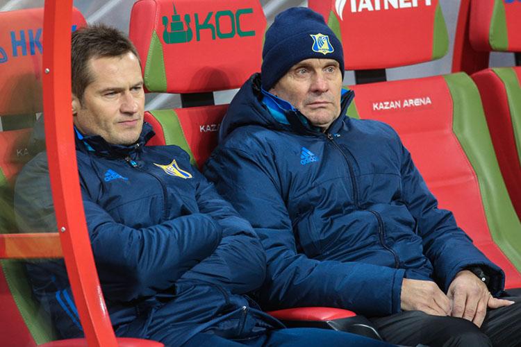 Отмечалось, что Бердыев хотел повторить ростовскую схему, использовав всё тогожеДмитрия Кириченко (слева)встатусе формального главного тренера