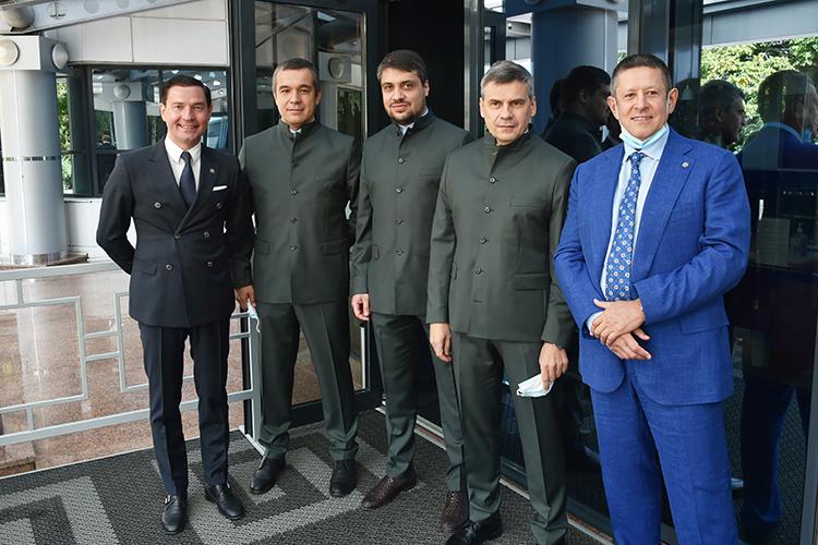 Дмитррий Квартальнов (второй справа) заверил, что команда учла прошлогодние ошибки иготова кновому сезону