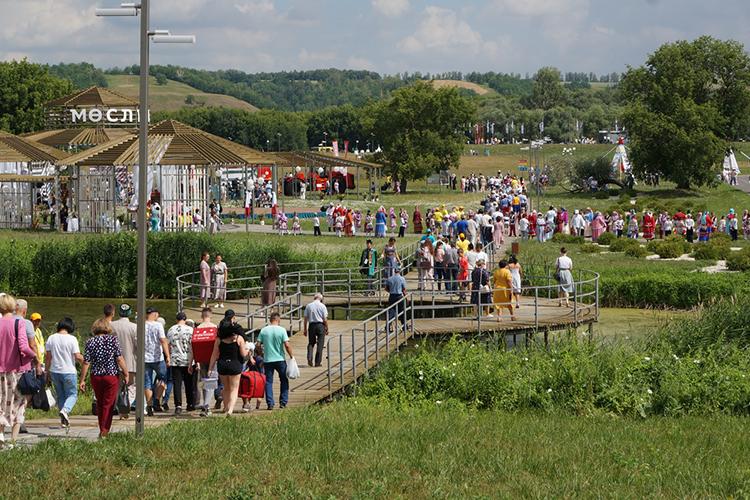 Мюслюмовскийрайон вэтом году отмечает нетолько День Республики, ноисвое 300-летие. Перед жителями выступятартисты татарской эстрады, народные фольклорные ансамбли