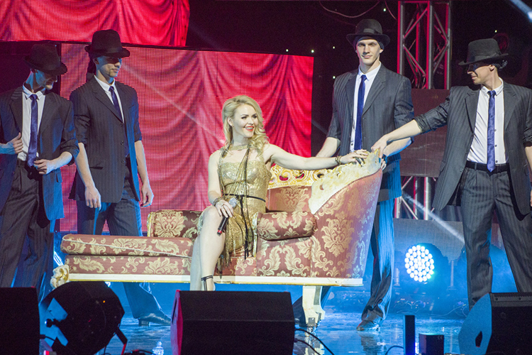 ВБуинскезапланирован концерт, накотором выступят звезды татарской эстрады—Лейсан Гимаева (на фото),Зейнап Фархетдинова,Сомбел Билаловаидругие