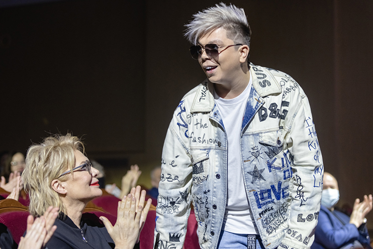 Появление Элвина Грея наВысокой Горе показывает, что республиканские власти неимеют ничего против поп-артиста, который, несмотря навсю критику своего творчества, реально популяризирует среди молодежи, как минимум, татарский язык
