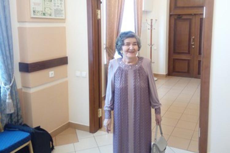 Флера Сулейманова, еще одна «героиня изнарода», прославившаяся исполнением народных песен, уже успела отпраздновать свое 80-летие, сейчас редко появляется напублике