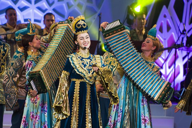 «Вмузыкальном плане нанаш регион большое влияние оказала центральноазиатская традиция. Яздесь отталкиваюсь отбаитов имунаджатов, которые вомножестве записал втатарских селениях»