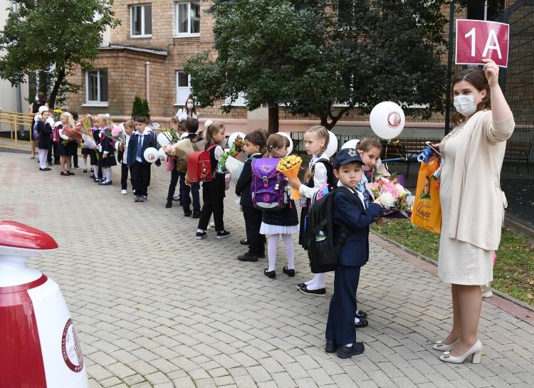 Коронавирусные ограничения натрадиционных школьных линейках 1сентября будут такимиже, как игод назад