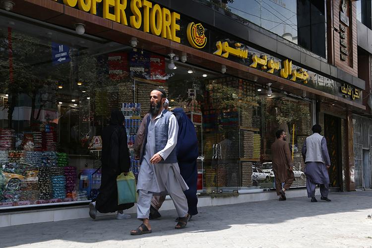 «Характерно, что жителей Кабула в Афганистане называют отдельным термином и относятся к ним намного хуже, чем в России относятся к москвичам. Кабульцев считают испорченными, не настоящими афганцами»