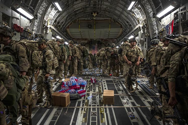 «Такие средства, которые США суммарно потратили на Афганистан, Советскому Союзу даже не снились. Только на афганскую правительственную армию США потратили за 20 лет порядка 89 млрд долларов, такая цифра фигурирует в западных СМИ. Это, мягко говоря, совершенно безумная инвестиция, деньги оказались потрачены впустую»