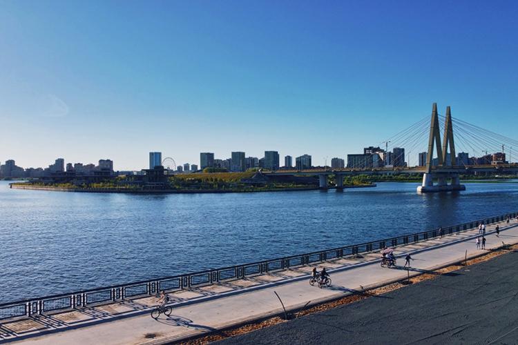 «Чтоже касается стратегии развития Казаки, тоэто пугающий даже нас своей амбициозностью проект— 40 километров береговой линии, которую мыпланируем «одеть» внабережные»