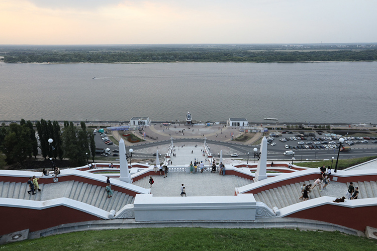 Своим опытом благоустройства прибрежных общественных пространств поделился Нижний Новгород, который находится наместе слияния Оки иВолги