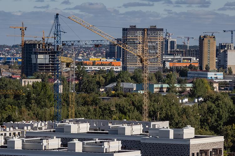 В2020 году нарынке новостроек столицы РТбыло представлено40 проектов— на41% меньше, чем в2019-м. Число выставленных напродажу новых квартир впрошлом году сократилось на42,8% до20,4 тысячи. Однако постепенно число лотов растет