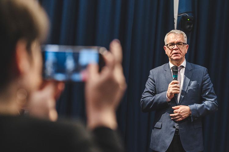 Наши эксперты называют Андрея Поминова «уникальной личностью», посколькуонпережилцелую плеяду министров, сохранив при этом свое видениенасистему татарстанского образования