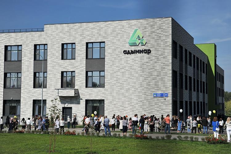 Открытие полилингвальной гимназии №59 «Адымнар-Чаллы» собрало сегодня едвали невсю городскую элиту водном месте