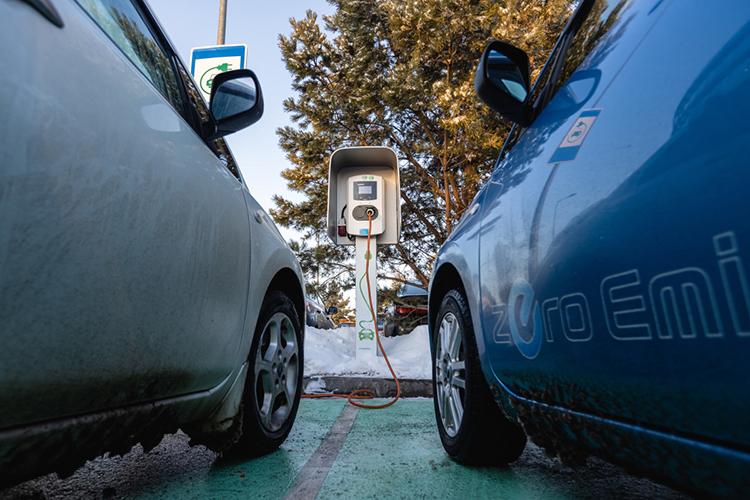 К2024 году объем производства электрокаров должен быть увеличен до17,5тыс., аколичество зарядных станций постране— достигнуть 4тысяч