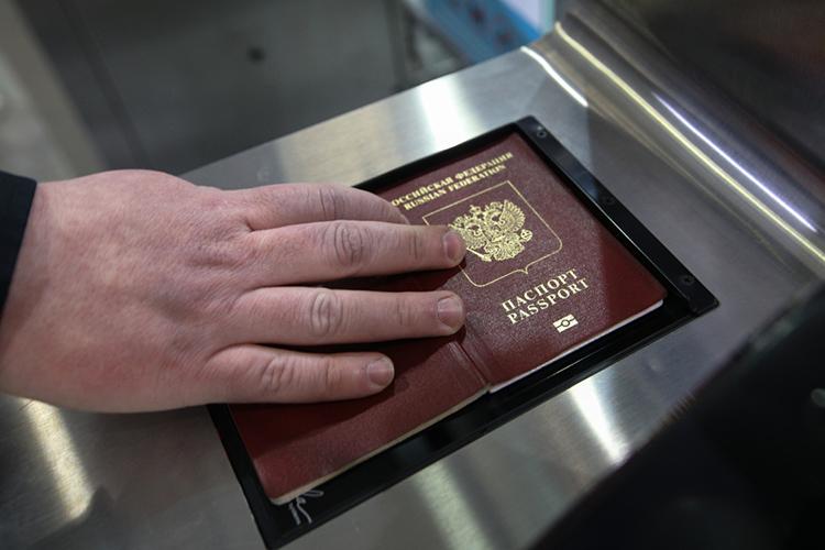 «Когда люди приходят вМФЦ, бизнес-центры, вмагазинах алкоголь покупают, ваш паспорт берут, сканируют, часто данные снего вбивают всистему— это требует кучу времени. Акогда увас карта— никто ничего несканирует, данные счипа автоматически загружаются»