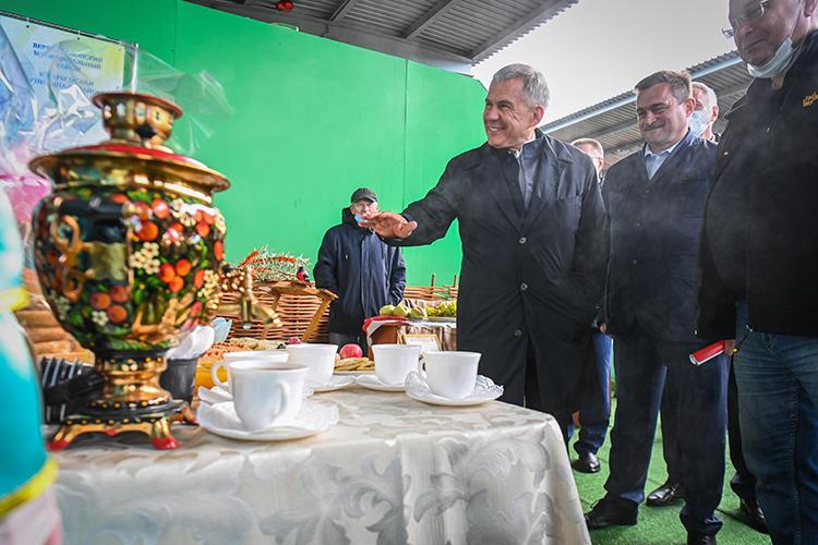 Садоводы пригласили президента отведать чай с травами