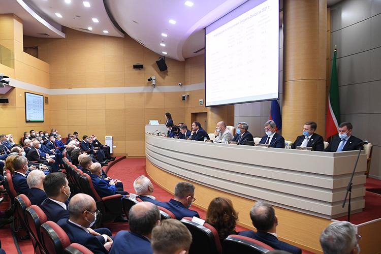 При закрытых дверях прошло заседание кабмина РТ, накоторых обсуждалось социально-экономическое развитие Татарстана наближайшую трехлетку