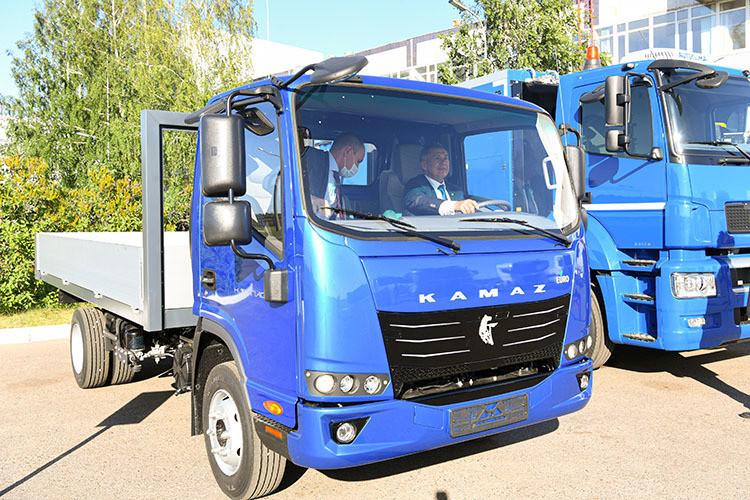 Онеофициальной презентациигрузовичка «Компас», возможно, никтобы неузнал, еслибы неснимки отпресс-службы президента РТ