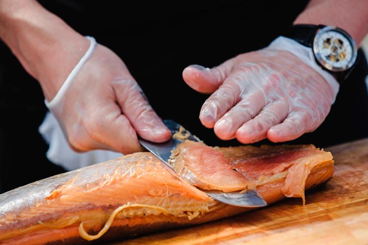 В меню заведений часто можно увидеть строчку «блюдо от шеф-повара», но лишь за редким исключением они в действительности ежедневно готовят сами