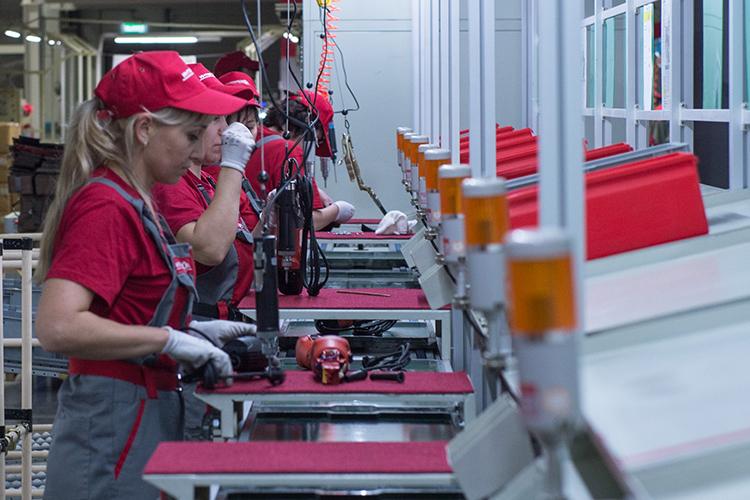 Предполагалось, что завод вОЭЗ «Алабуга» станетглавной производственной площадкой головного предприятия. Планы рухнули, когда московскому «Интерсколу» выкатили иск обанкротстве из-за валютных кредитов
